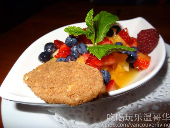 Café Salade de Fruits - West 7th Avenue