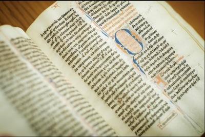 卑大700歲古書 見證中古歐洲史
