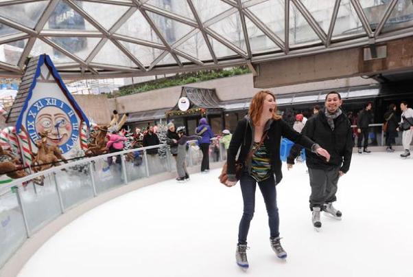 Robson Square Ice Rink 羅布森廣場溜冰場 2013