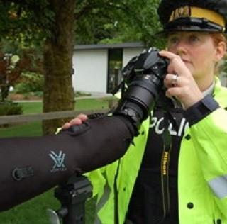 """BC警察投资""""大炮"""" 1公里外就可检测司机使用手机?"""