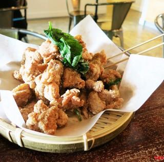 温哥华最好吃的盐酥鸡喝挂包居然是在这家咖啡厅 不过性价比真心低 低 低呢~