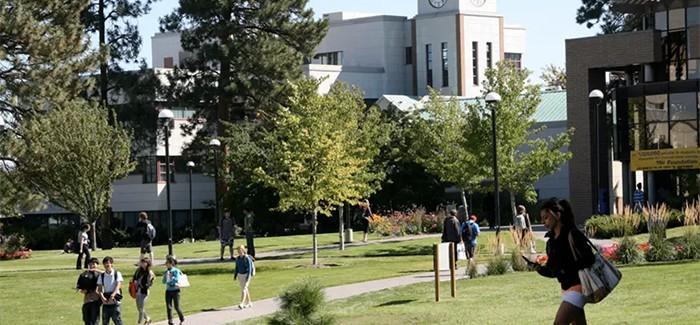 BC省有些大学 将校园租给中国私立高中 评论家担忧:利润重于教育